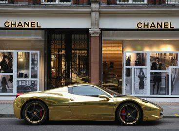 На улицах Парижа обнаружен золотой Lamborghini Aventador