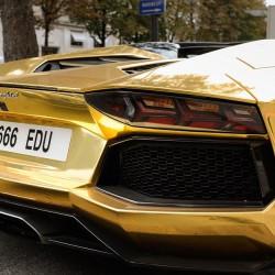 Золотой Lamborghini Aventador LP 700-4