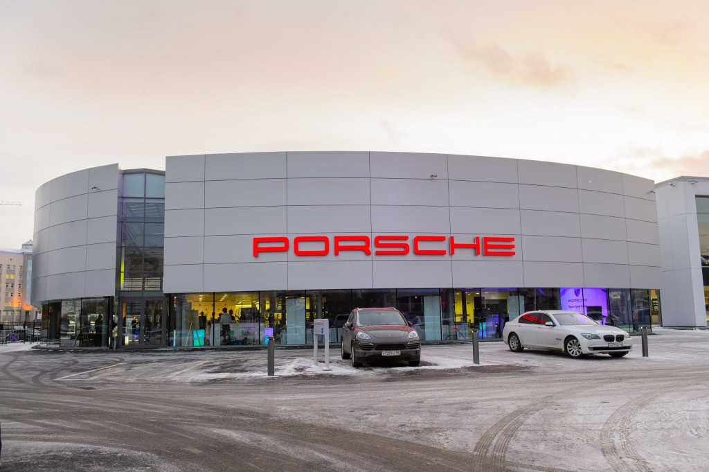 Porsche_dealer