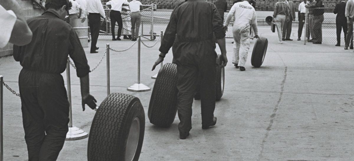 Бескамерные шины фирма Dunlop изобрела в 1953 году
