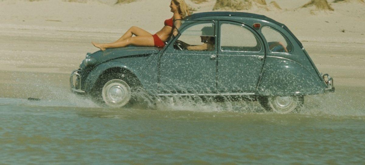 В Citroen 2CV влюблялись все французы