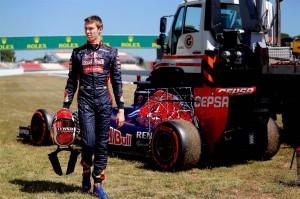 Даниил Квят и его болид Toro Rosso