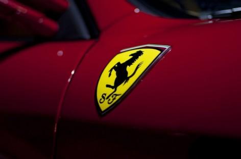 Ferrari и Porsche крушили машины обывателей