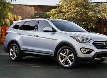 Hyundai Santa Fe сама откроет багажник