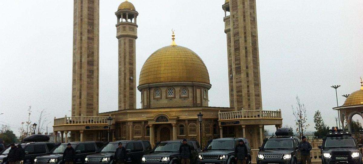 Как колонна из восьми Land Rover SK4 колесила по Чеченской Республике
