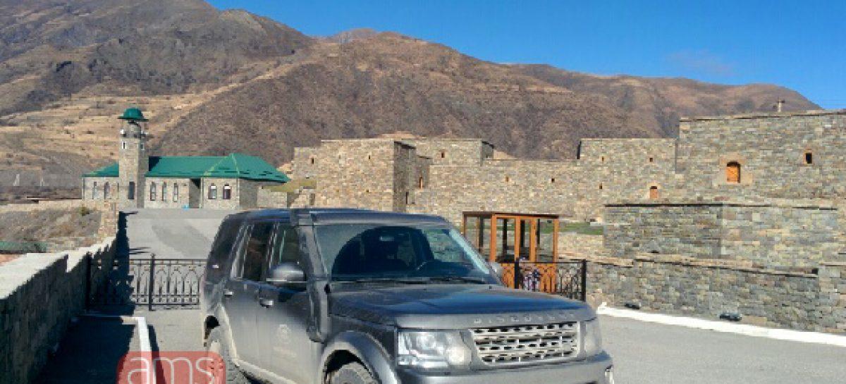На Land Rover Discovery даже блондинка в состоянии покорить любые горы