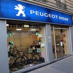 Париж. Peugeot