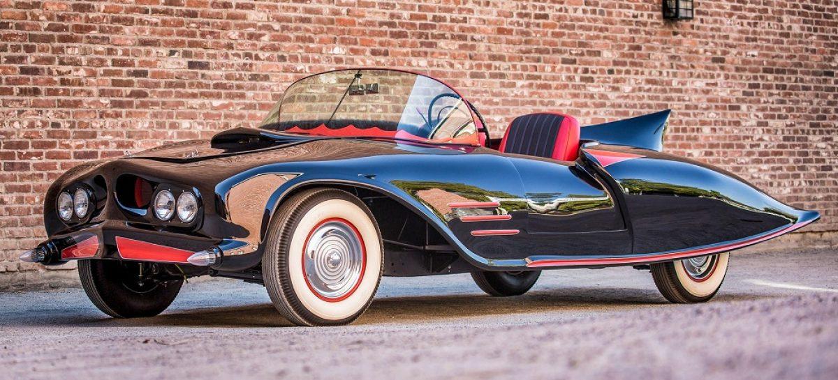 Первым Бэтмобилем был Oldsmobile 88