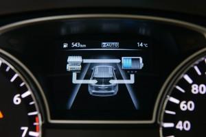 Гибридная система с удовольствием расскажет водителю о своем самочувствии. Этот экран лучше сразу выключить чтобы не впасть в гипнотический транс за рулем