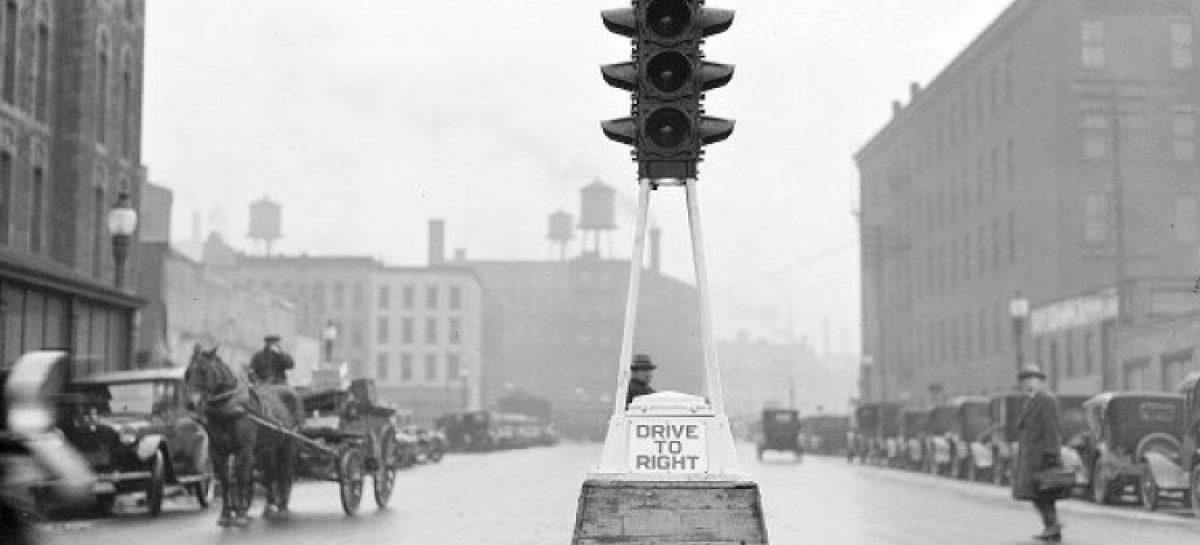 В 1927 году в Англии заработали первые светофоры