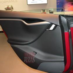 Задняя безрамочная дверь Tesla Model S