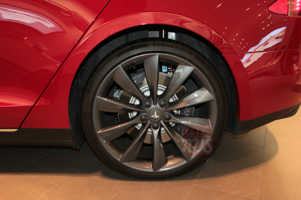 Электрокары Tesla подготовят к скандинавским зимам