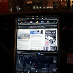 Центральный дисплей Tesla Model S