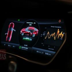 Панель приборов Tesla Model S