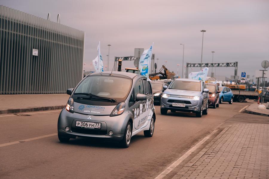Автопробег в честь открытия зарядных станции в Санкт-Петербурге