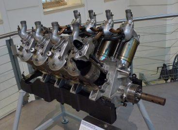 Леон Левассер изобрел двигатель V8, назвав его Antoinette