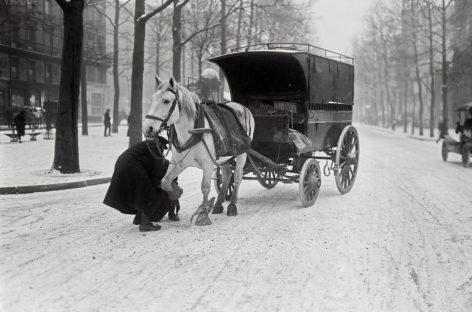Почему в 1930 году в Париже запретили езду на конных экипажах?
