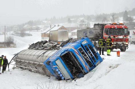 Стерильно чистые дороги Норвегии сливаются с обочиной