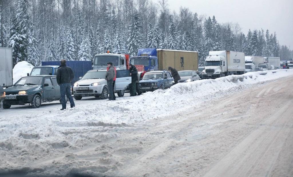 Пробка на зимней трассе