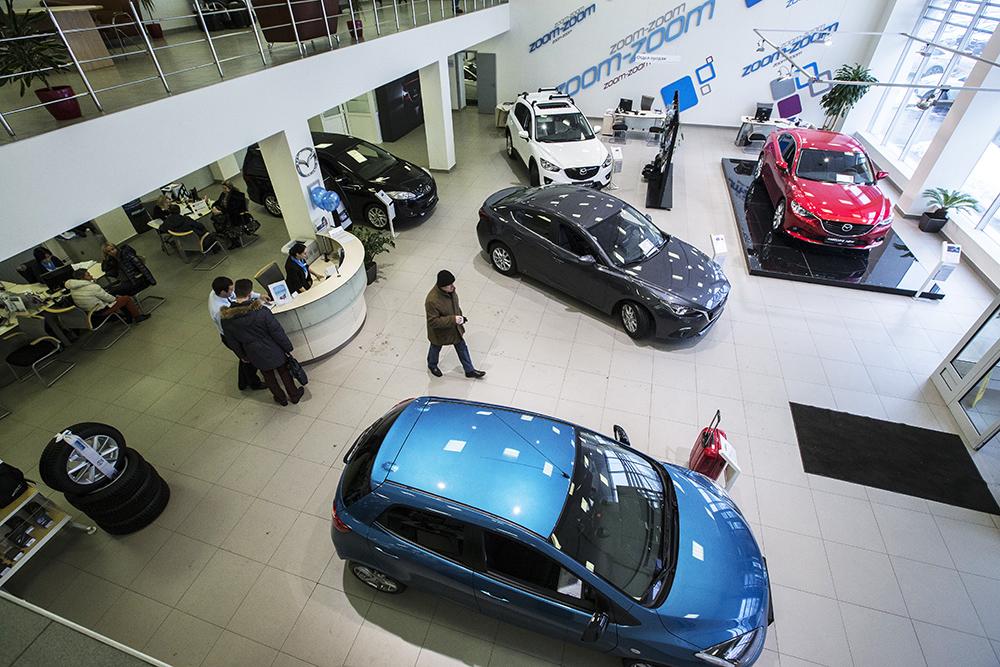 Импорт новых автомобилей в Россию снизился на 23,6%