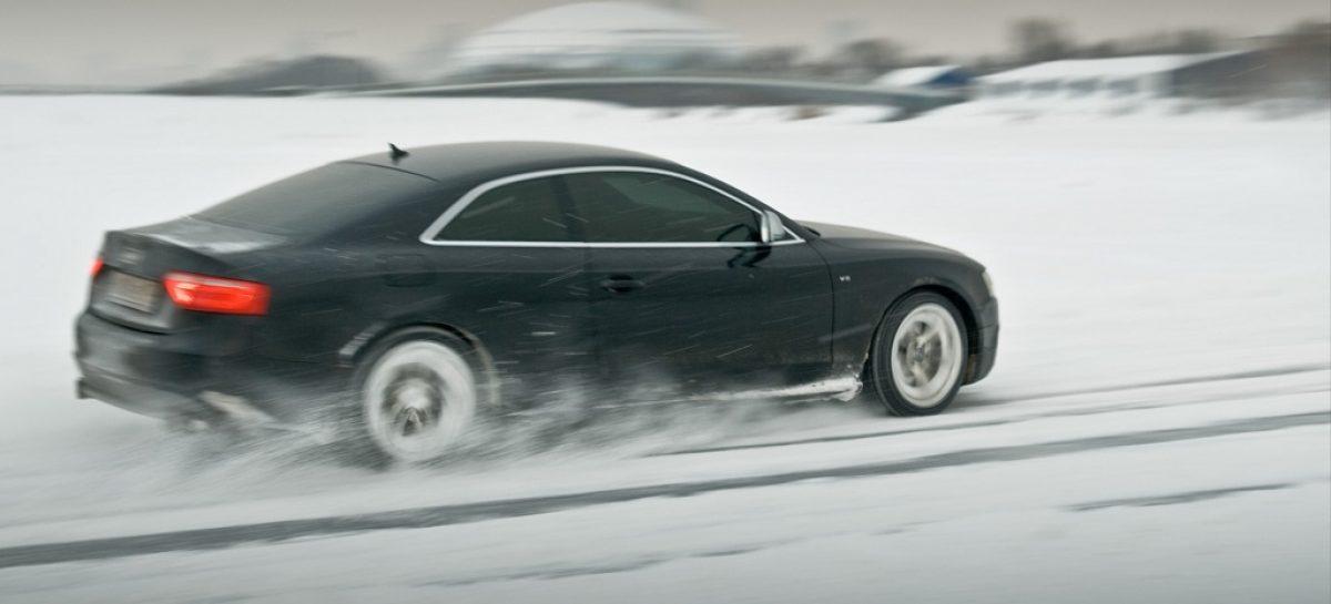 Зачем чистить трассы? Пущай укатывают снег и едут