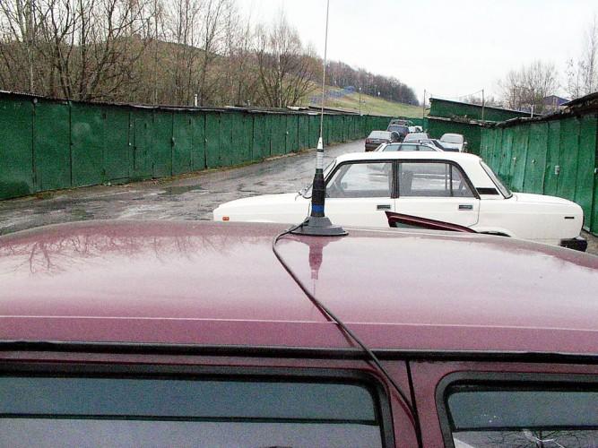 Магнитная антенна на крыше автомобиля ИЖ-ОДА