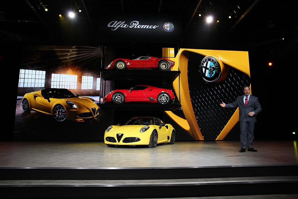 Alfa Romeo 4C Spider на автосалоне в Детройте