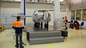 Специальное оборудование проверяет качество сборки скелета кузова Ford EcoSport