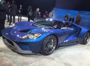 Ford GT привлек внимание всего автосалона