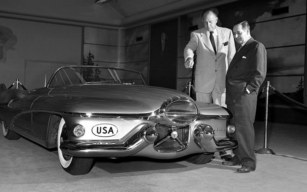 Дизайнер General Motors Харли Эрл и концепт 1951 года Le Sabre