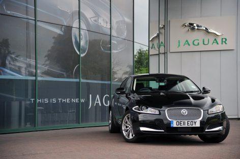 Jaguar XF будет заглядывать за повороты