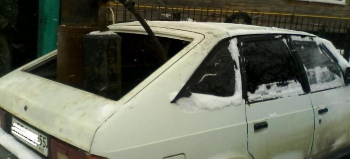 Автомобиль с газогенератором на шишках из Омска