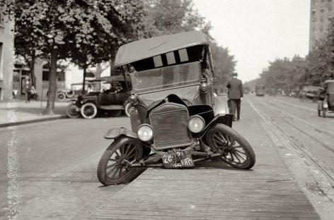 Слово автомобиль возникло в 1899 году