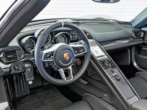 Приборная панель Porsche 918 Spyder