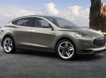 Tesla Model X будет полноприводной