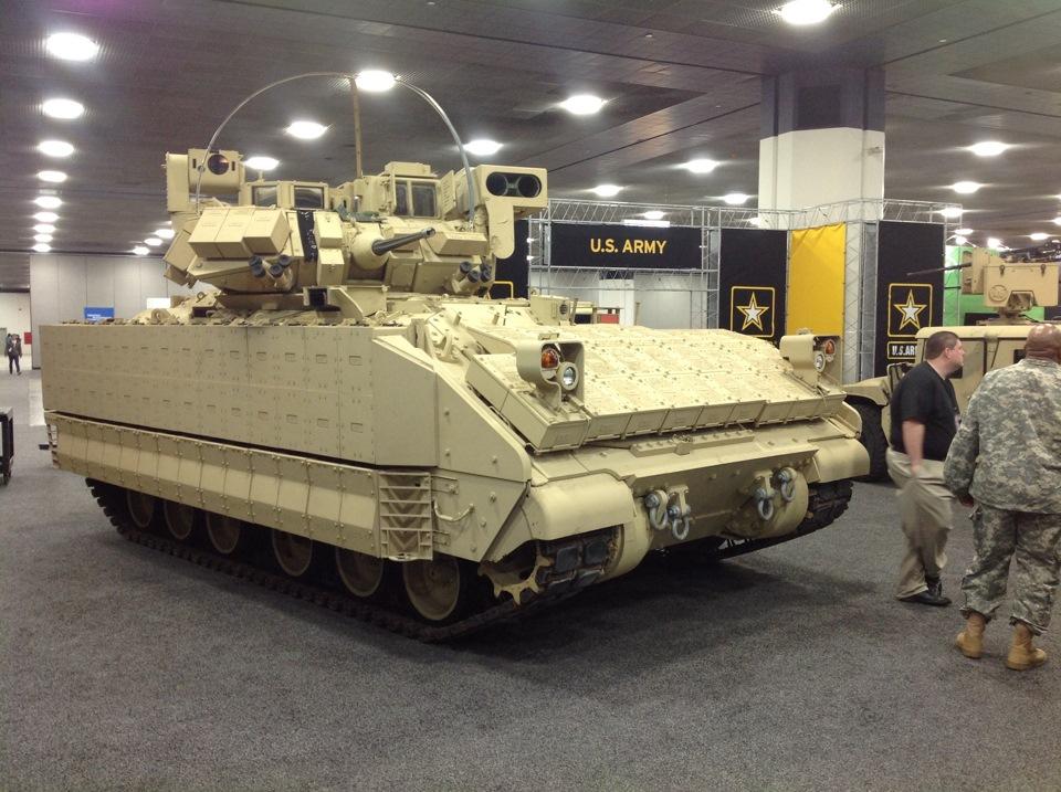 Военная техника на автосалоне в Детройте 2015