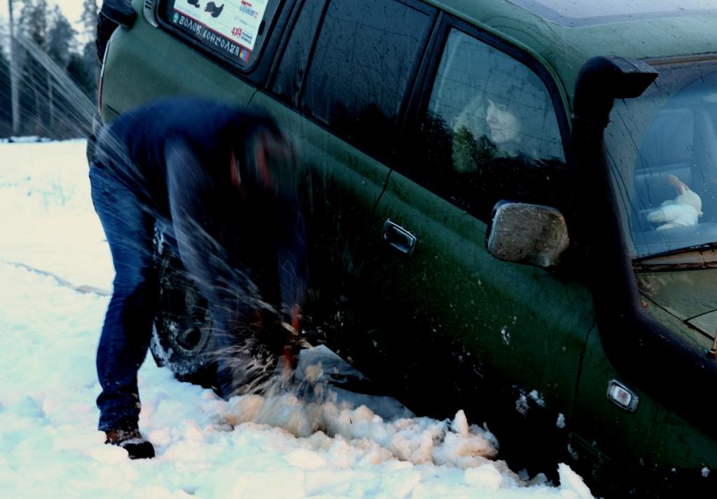 Как вытаскивали ушедшую под лед Toyota Land Cruiser 80