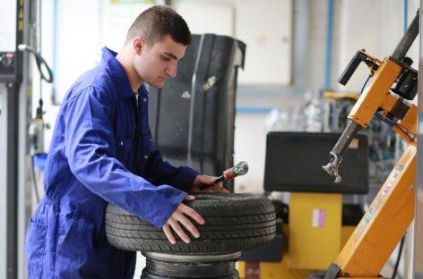 Водитель начинает считать, что ремонт машины – не его дело