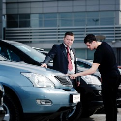 Цены на новые автомобили на российском рынке продолжают расти