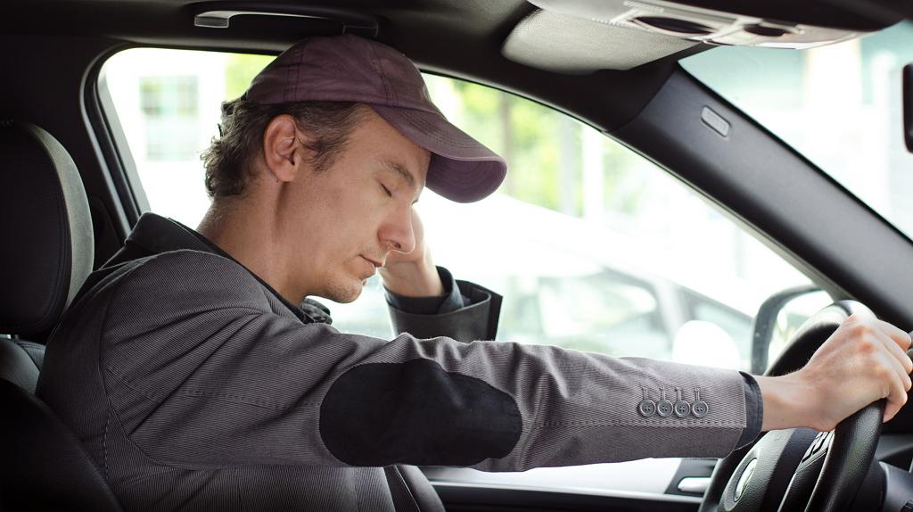 картинка водитель спит за рулем приехавшие решить проблему
