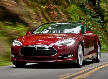 Владельцы Tesla начали нарушать технику безопасности