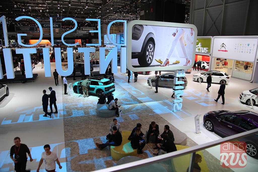 Стенд Citroen, представляющий новый C4 Cactus AIRFLOW 2L с инновационными технологиями