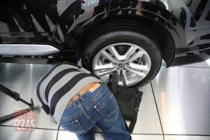 Журналистов очень заинтересовала система подруливания задними колесами