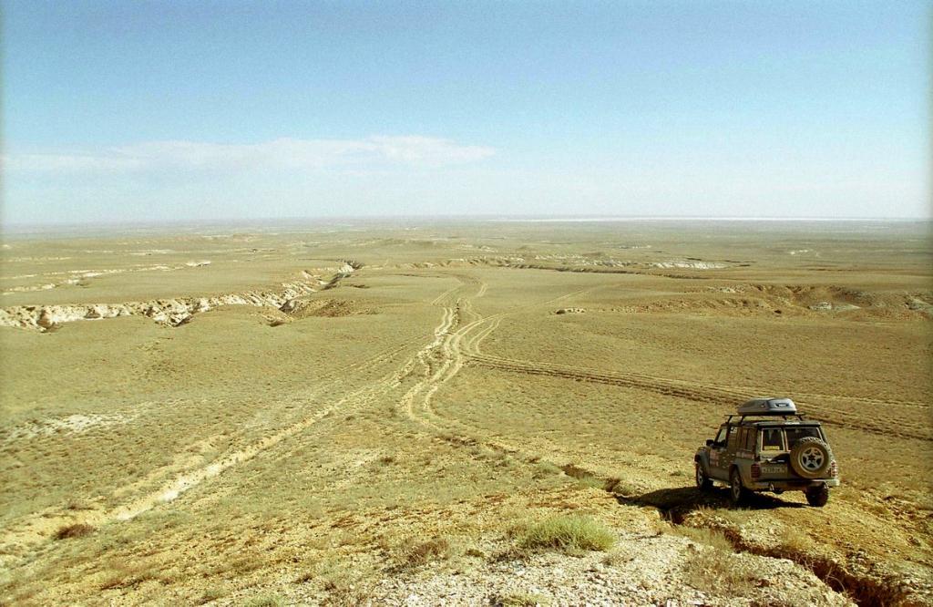 На Nissan Patrol Y60 по Устюрту, Узбекистан