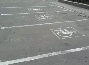 В Москве продолжают бороться с незаконно паркующимися на местах для инвалидов