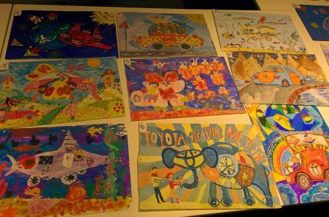 Дети нарисовали для конкурса Toyota автомобиль мечты