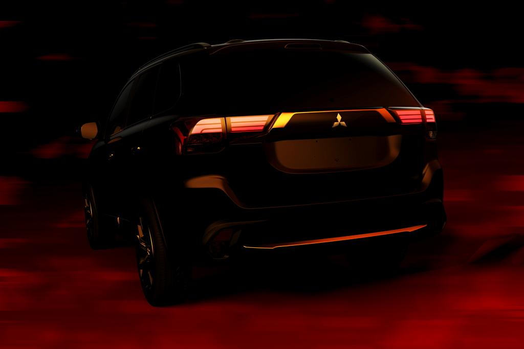 Тизер 2016 Mitsubishi Outlander сзади