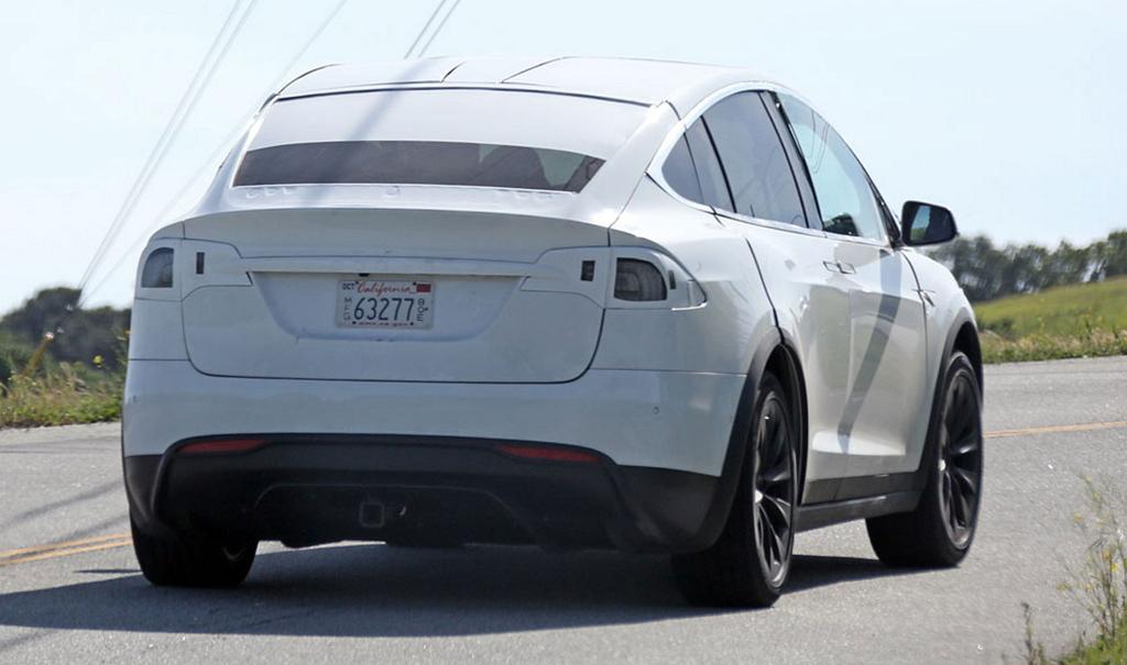 Tesla Model X камуфляж