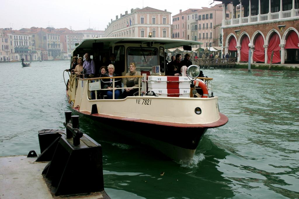 Венецианский вапорето, пока на дизеле