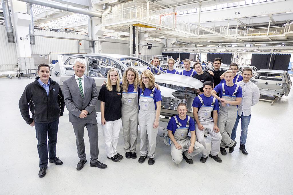 Создание Golf GTI командой стажеров Volkswagen